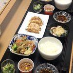今日の食卓〜野菜炒めと餃子〜