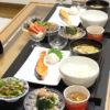 今日の食卓~塩鮭と青椒肉絲~